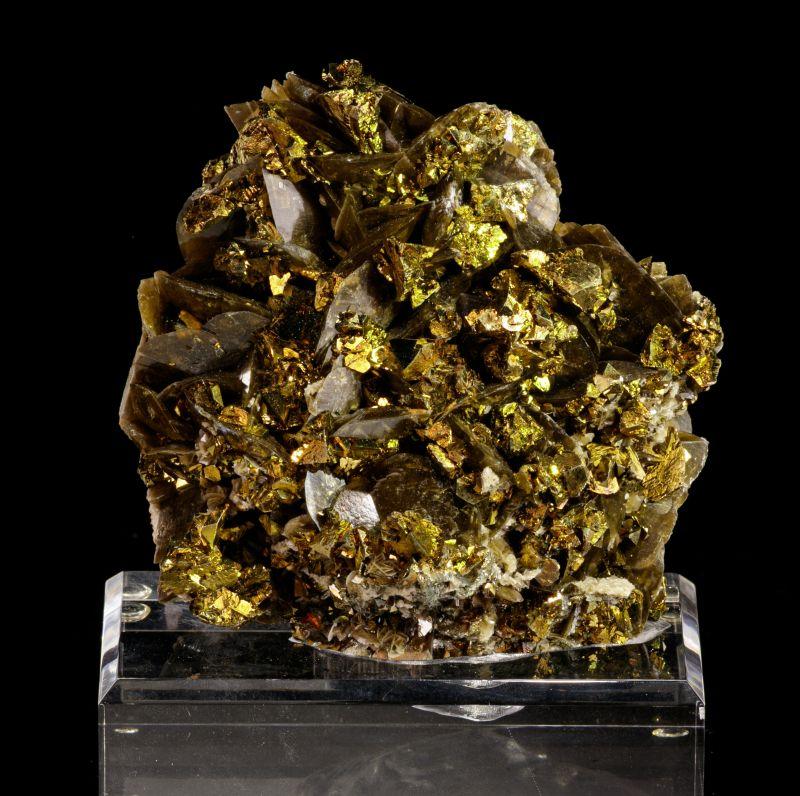 Chalcopyrite and Siderite
