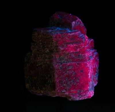 Corundum var. Ruby (fluorescent)