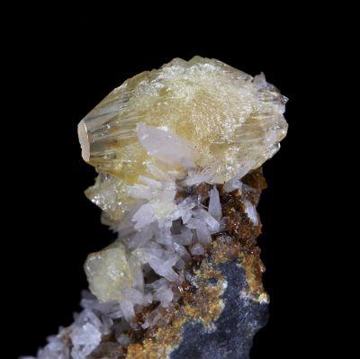 Adamite, Tsumcorite (type locality) and Smithsonite