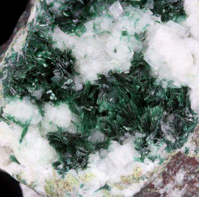 Brochantite on Calcite