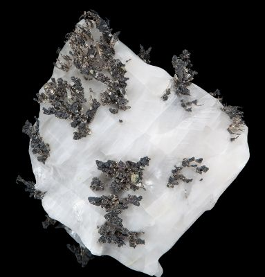 Dyscrasite with Silver and Allargentum on Calcite
